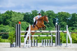 Camille Perrin et Rita d'Eric cavalière jeunes chevaux