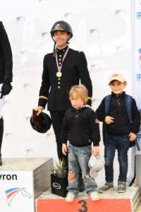Matthieu Van Landeghem podium en famille web © Pierre Barki