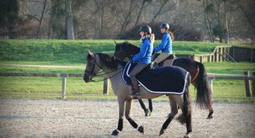 Naïs et Marlène à cheval