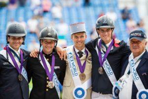 FEI World Equestrian Games™ Tryon 2018. Concours Complet. Remise des Prix par Equipe 3/ France : Sidney DUFRESNE (TRESOR MAIL), Maxime LIVIO (OPIUM DE VERRIERES), Donatien SCHAULY ADJ (PIVOINE DES TOUCHES) & Thibaut VALLETTE LT COL (QING DU BRIOT) avec Thierrfy TOUZAINT